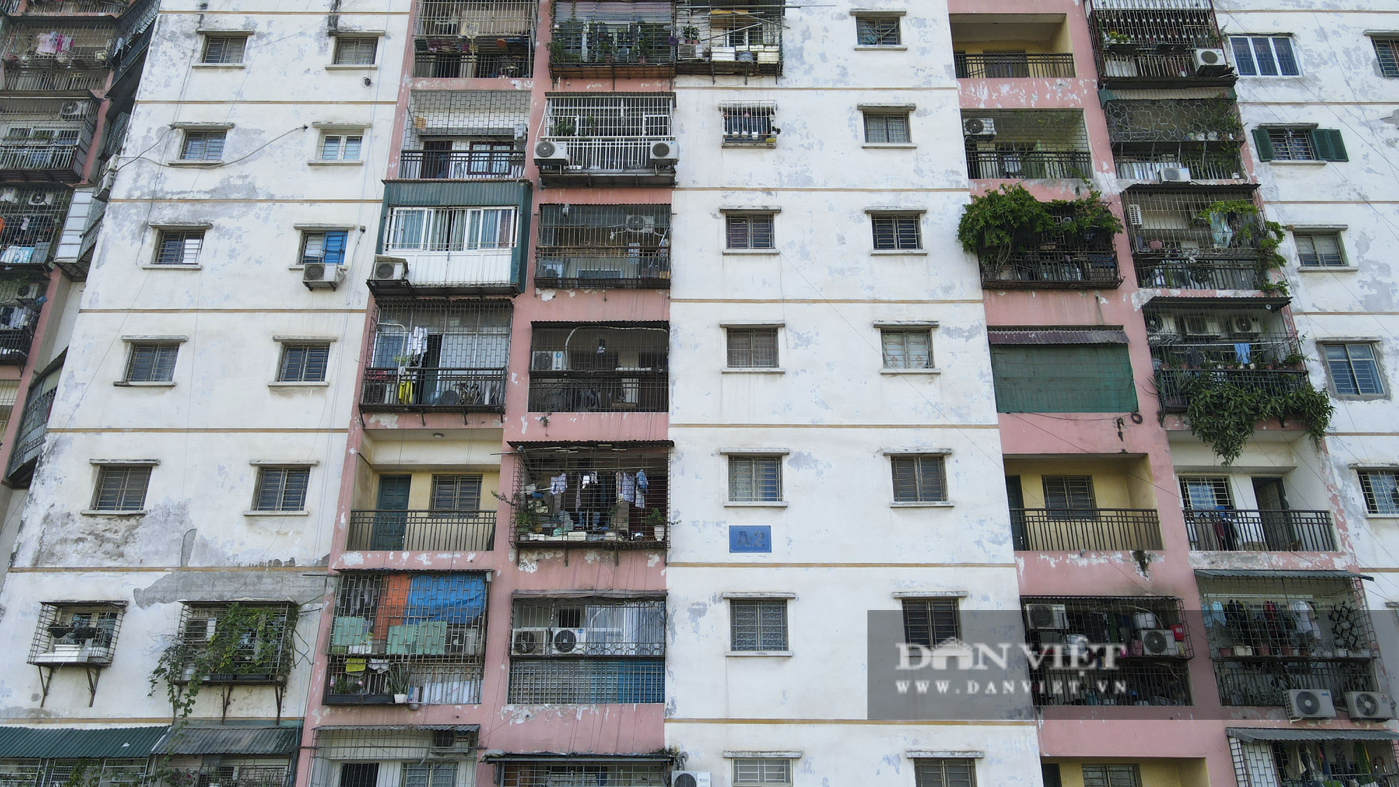 """Phát sợ với """"chuồng cọp"""" khổng lồ lủng lẳng ở những chung cư cao tầng Lĩnh Nam - Ảnh 6."""