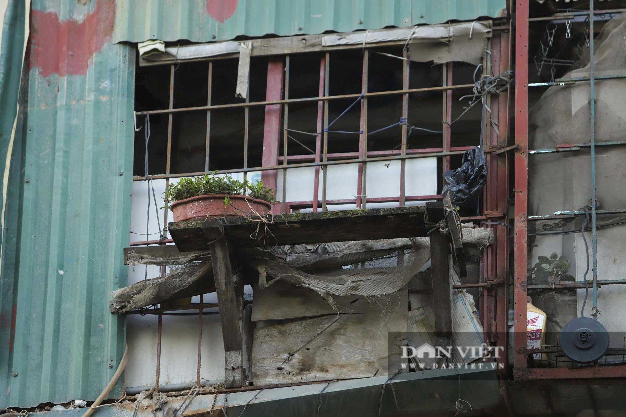 """Phát sợ với """"chuồng cọp"""" khổng lồ lủng lẳng ở những chung cư cao tầng Lĩnh Nam - Ảnh 7."""