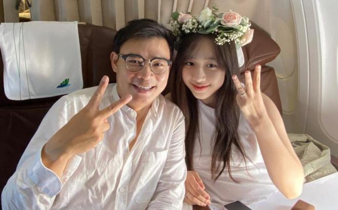 Hoa hậu Tiểu Vy chúc mừng mỹ nhân VTV Hà My được triệu phú công nghệ cầu hôn trên máy bay - Ảnh 1.