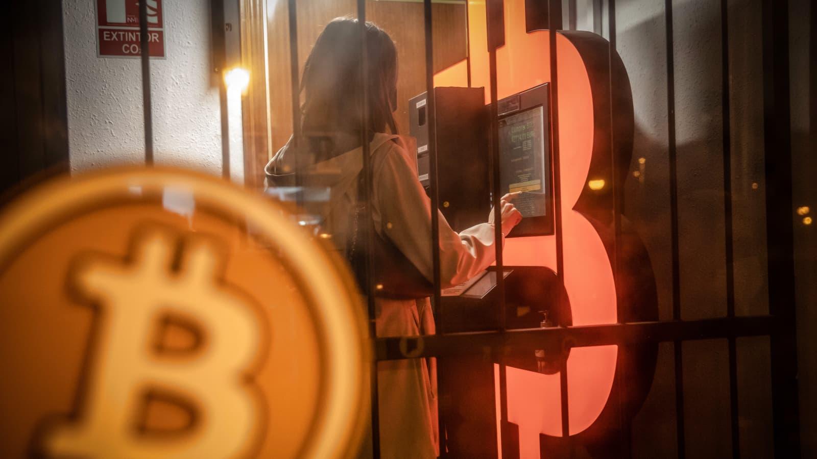 """Giá bitcoin sụt dưới mốc tâm lý 30.000 USD: có hay không nguy cơ """"mùa đông tiền điện tử""""? - Ảnh 1."""