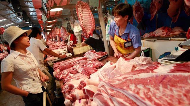 Giá thịt lợn thế giới lao dốc theo giá tại thị trường Trung Quốc - Ảnh 1.