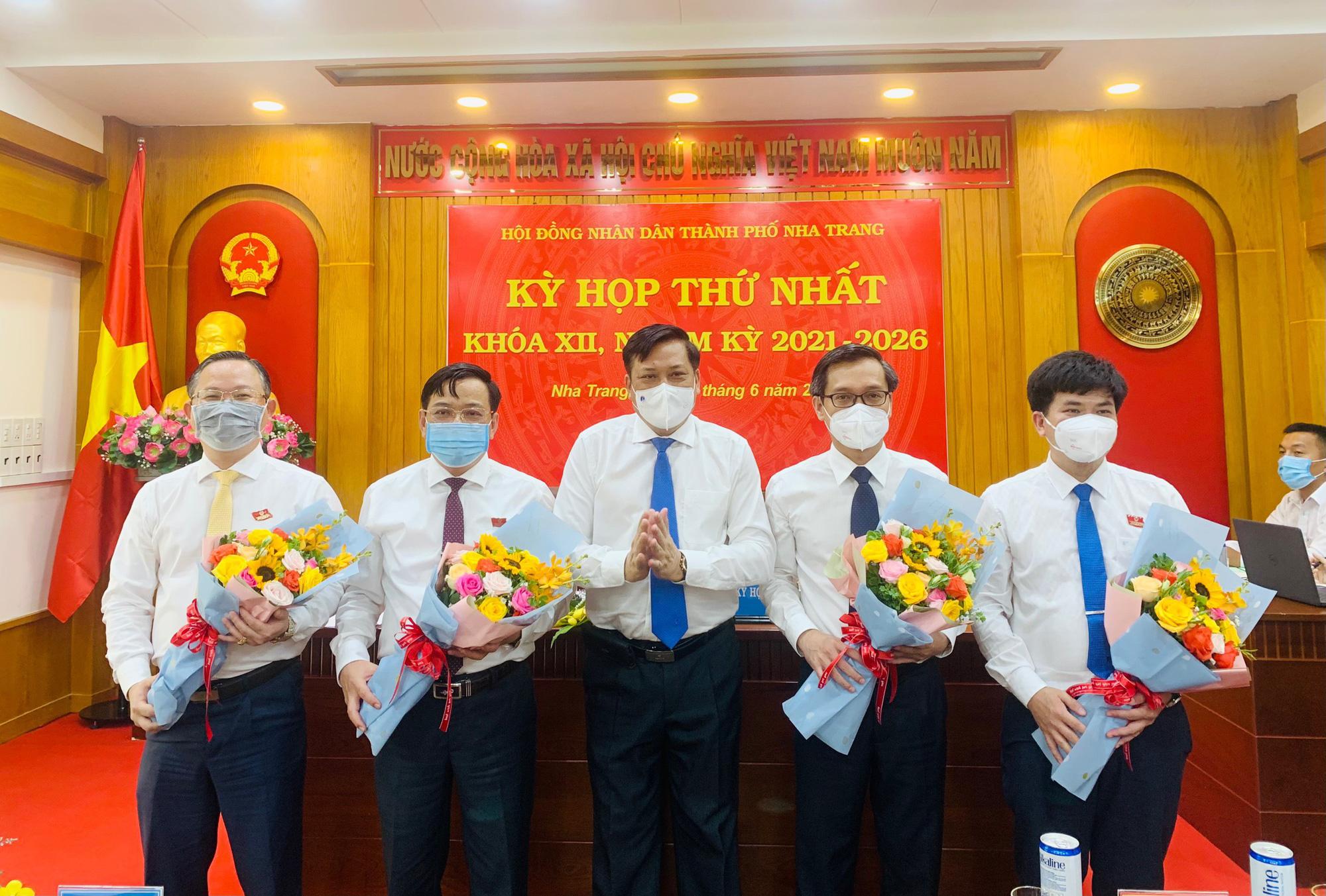 Bầu các chức danh chủ chốt của HĐND và UBND TP.Nha Trang - Ảnh 1.