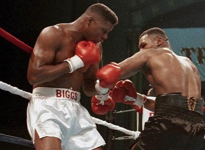 Chọc giận Mike Tyson, võ sĩ nặng 113kg răng môi lẫn lộn, tiêu tan sự nghiệp - Ảnh 1.