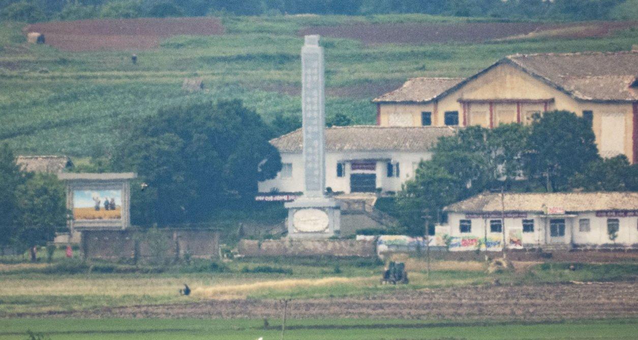 Ảnh hiếm về nông thôn Triều Tiên khi tình hình lương thực căng thẳng - Ảnh 1.