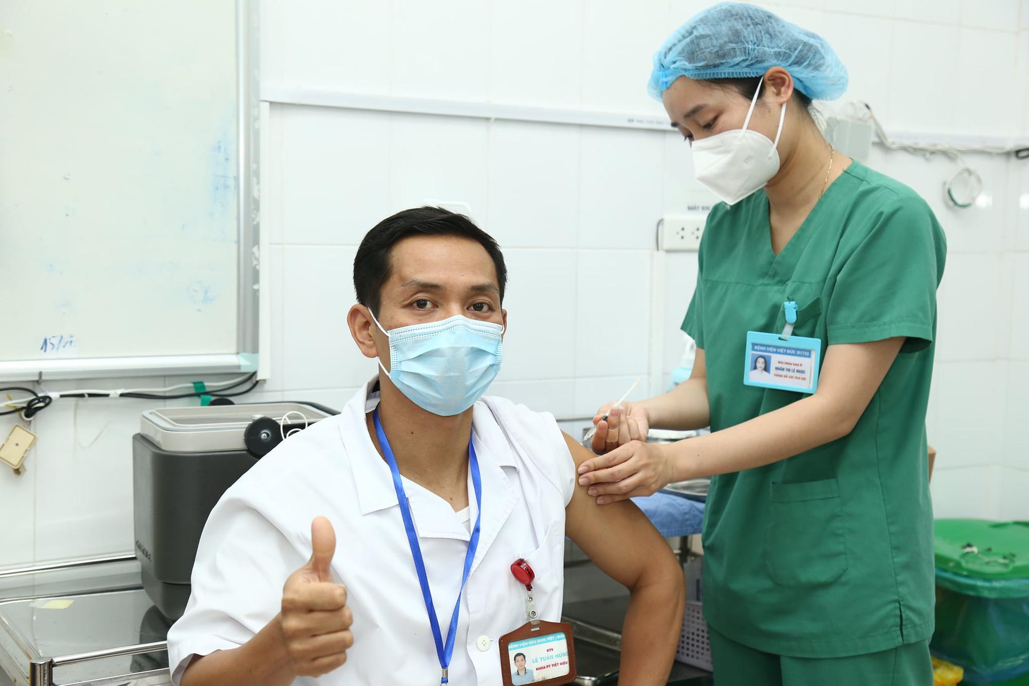 Tốc độ tiêm vắc xin Covid-19 chậm, Bộ Y tế yêu cầu đẩy nhanh - Ảnh 1.