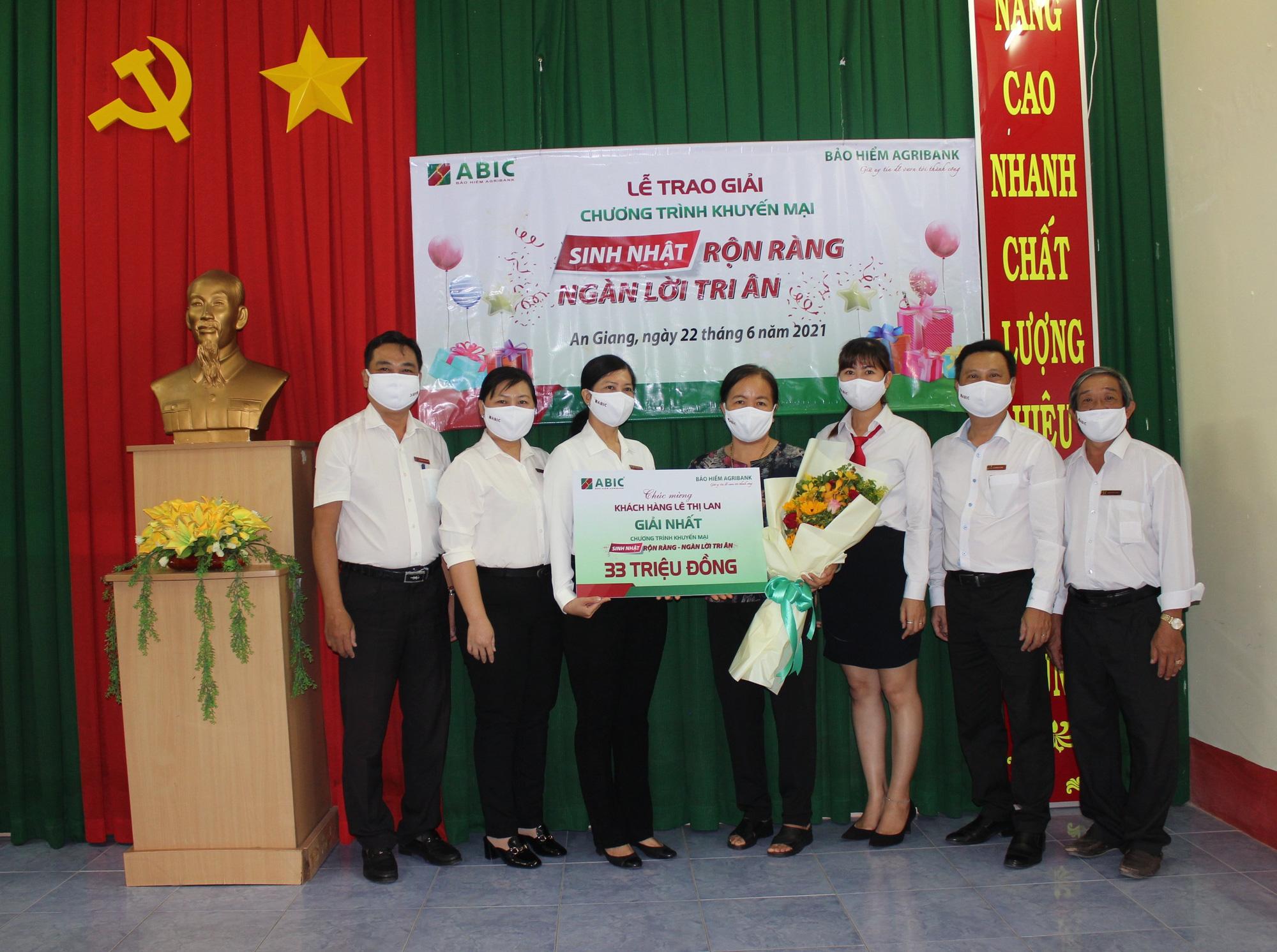 """Agribank Chi nhánh An Giang và ABIC Cần Thơ trao thưởng chương trình khuyến mại """"Sinh nhật rộn ràng - Ngàn lời tri ân""""  - Ảnh 2."""