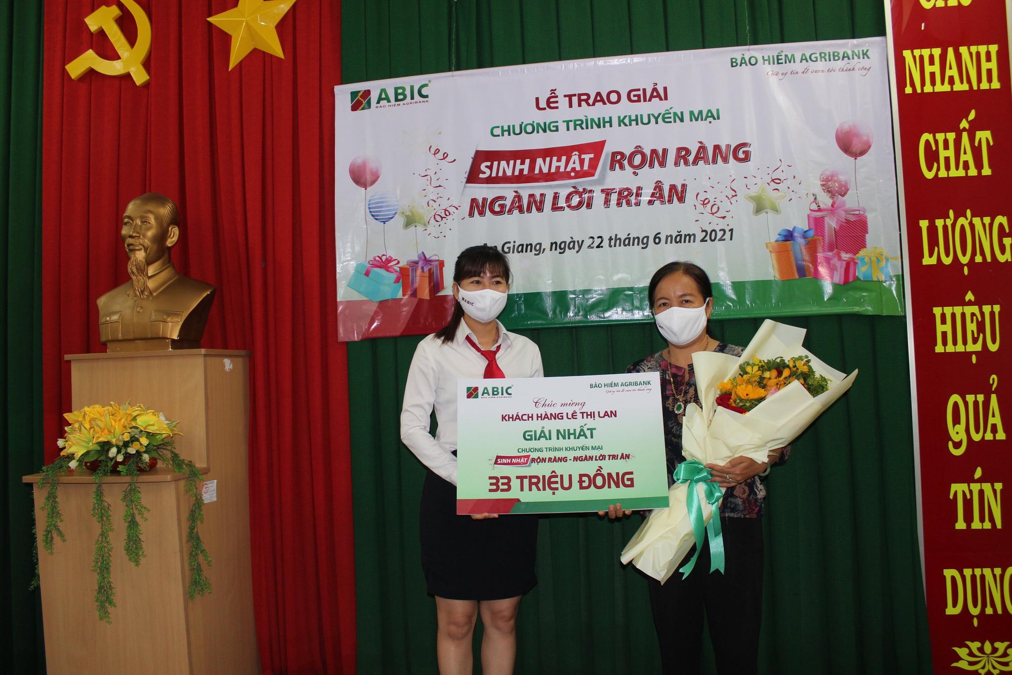 """Agribank Chi nhánh An Giang và ABIC Cần Thơ trao thưởng chương trình khuyến mại """"Sinh nhật rộn ràng - Ngàn lời tri ân""""  - Ảnh 1."""
