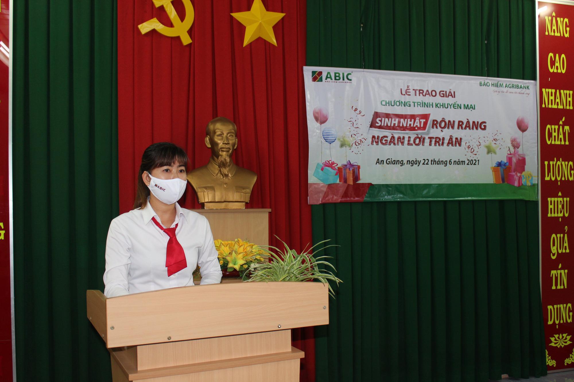 """Agribank Chi nhánh An Giang và ABIC Cần Thơ trao thưởng chương trình khuyến mại """"Sinh nhật rộn ràng - Ngàn lời tri ân""""  - Ảnh 3."""