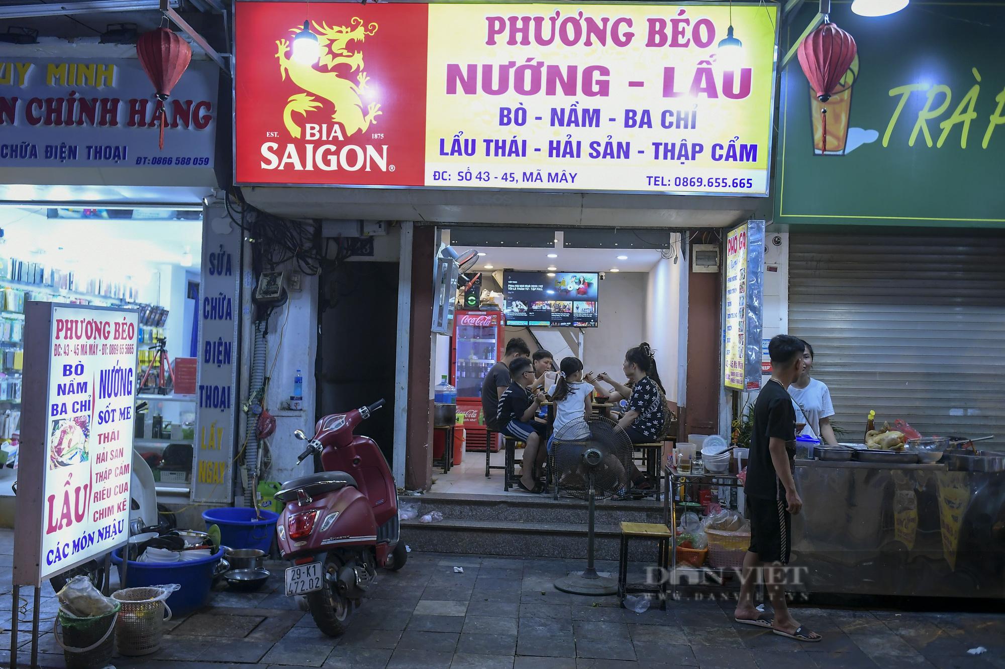 """Hà Nội: Phớt lờ lệnh cấm bán hàng sau 21h, nhiều nhà hàng """"nhốt khách"""" ăn uống phía trong - Ảnh 6."""