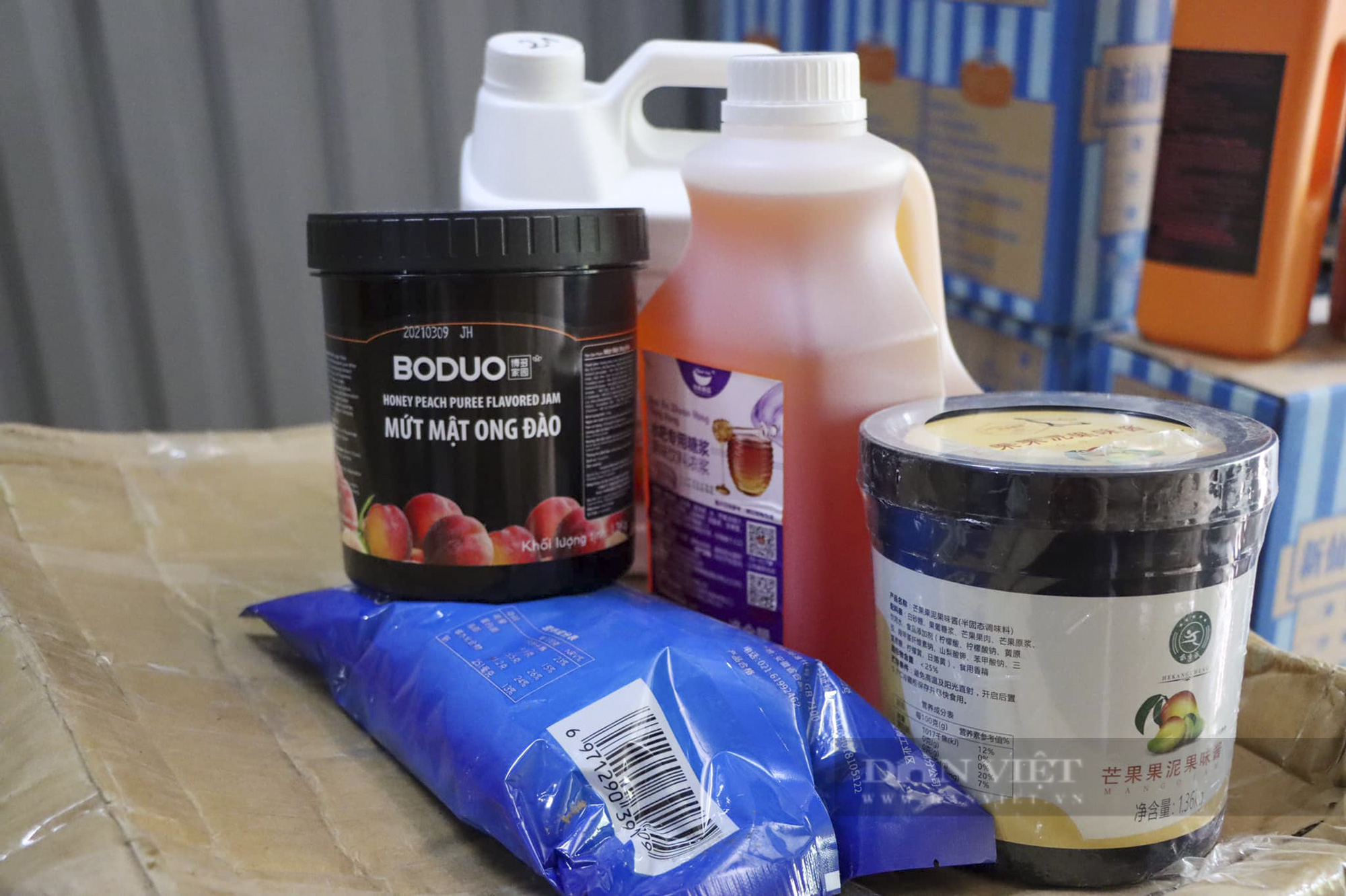 Hà Nội tạm giữ hàng tấn nguyên liệu trà sữa không hóa đơn chứng từ - Ảnh 2.