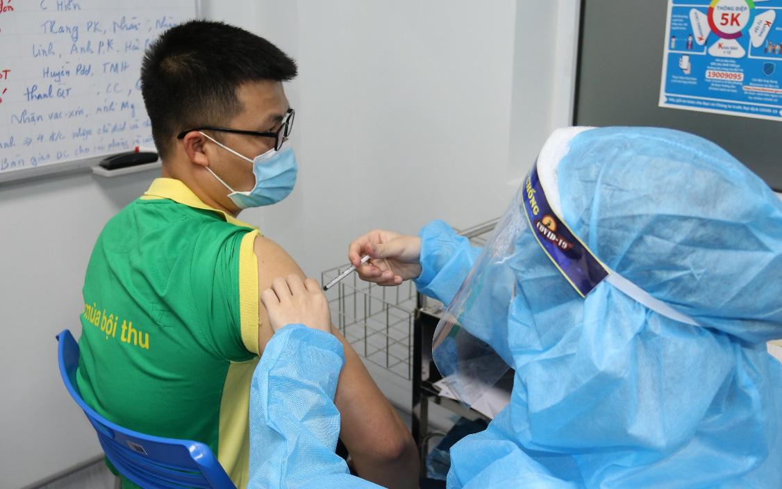 PVFCCo tiêm vắc-xin phòng Covid - 19 cho người lao động