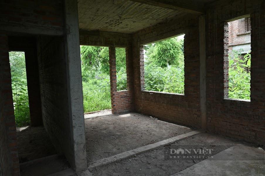 Qua nhiều cơn 'sốt đất', dự án nổi bật nhất Mê Linh vẫn la liệt biệt thự bỏ hoang - Ảnh 4.