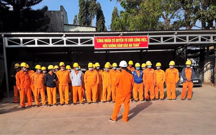 Công ty Điện lực Đắk Nông: Nâng cao ý thức, chủ động phòng tránh tai nạn lao động - Ảnh 2.