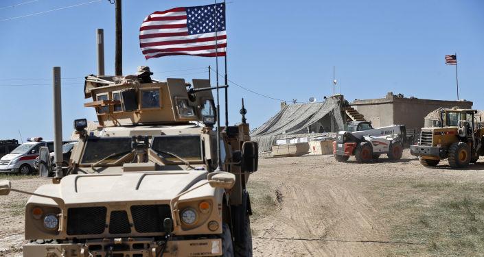 Tên lửa tấn công căn cứ quân sự Mỹ ở miền Đông Syria  - Ảnh 1.
