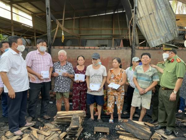 An Giang: Hỏa hoạn thiêu rụi 4 căn nhà thiệt hại hàng trăm triệu đồng - Ảnh 2.