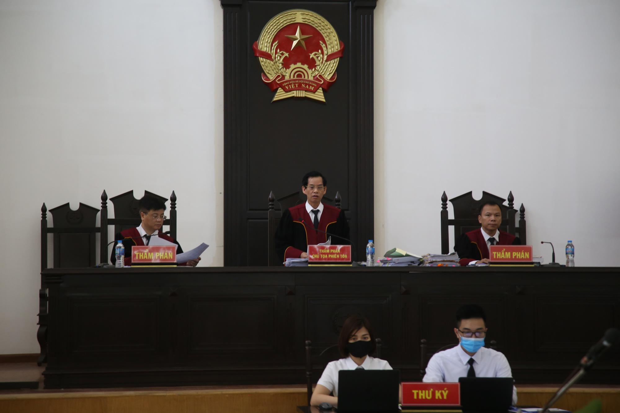 Bị cáo ở đại án Trần Bắc Hà kháng cáo, tòa phúc thẩm nói án sơ thẩm quá nhẹ - Ảnh 3.