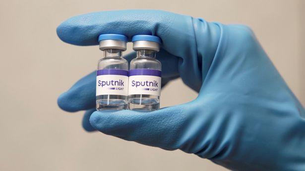 1.000 liều vắc xin bị hỏng sau khi nhân viên tắt tủ lạnh để… sạc điện thoại - Ảnh 1.