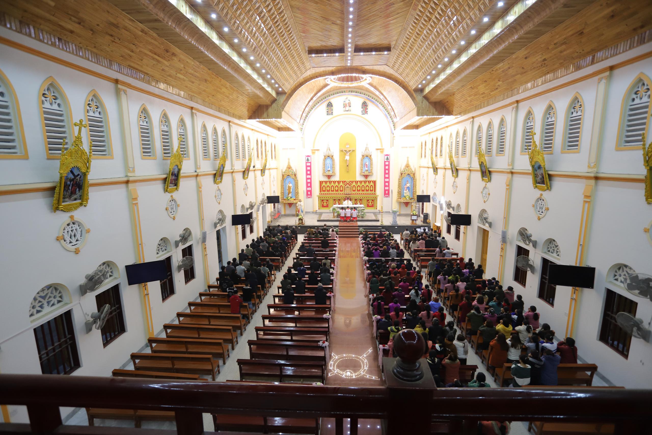Nét đặc trưng đám cưới người có đạo Thiên Chúa - Ảnh 7.