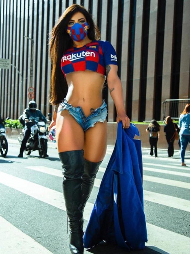 """Người mẫu Brazil ăn mừng chiến thắng của đội tuyển Anh bằng bộ ảnh cực """"nóng"""" - Ảnh 4."""