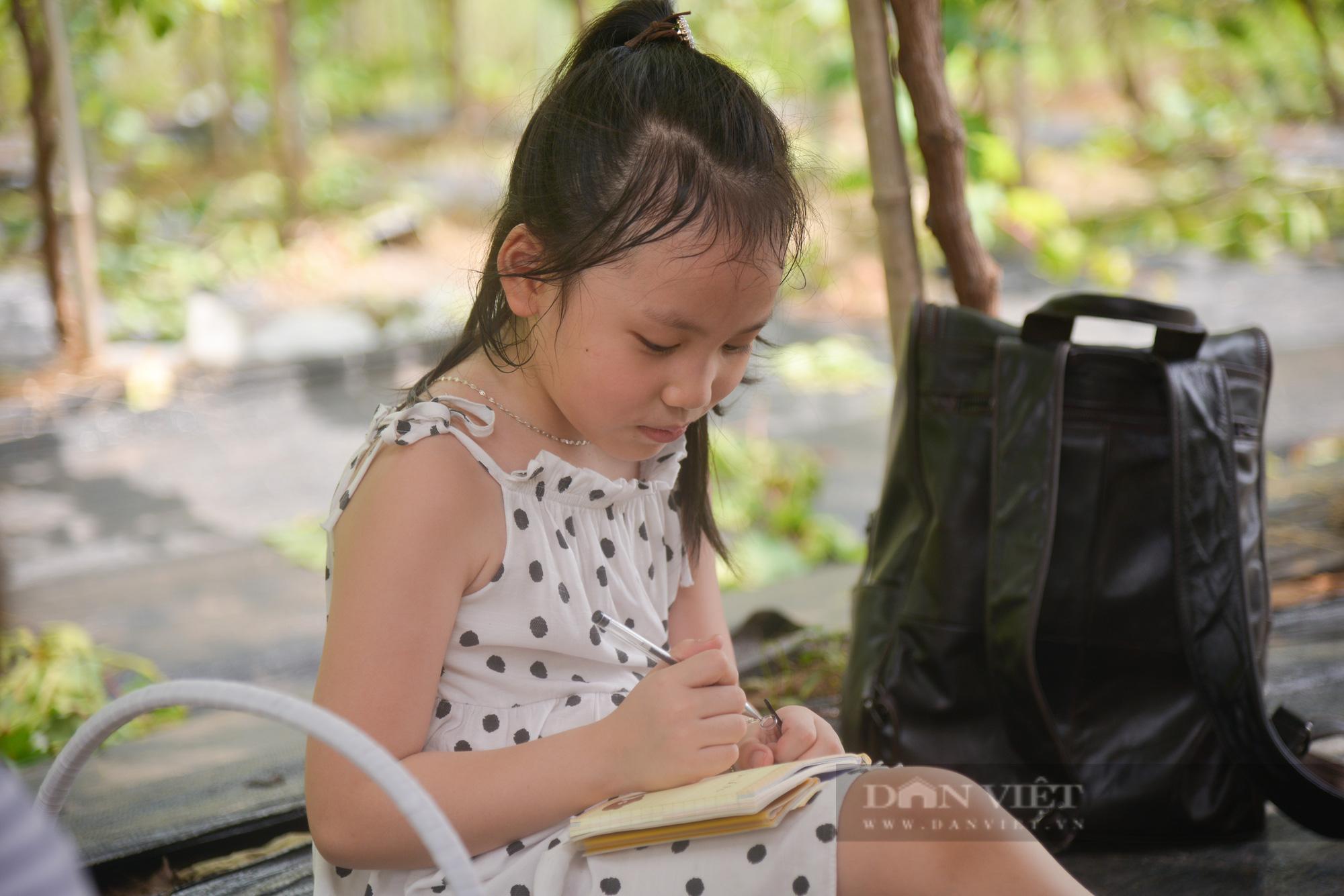 Nông trại nho giữa lòng Hà Nội thu hút giới trẻ tham quan, trải nghiệm - Ảnh 7.