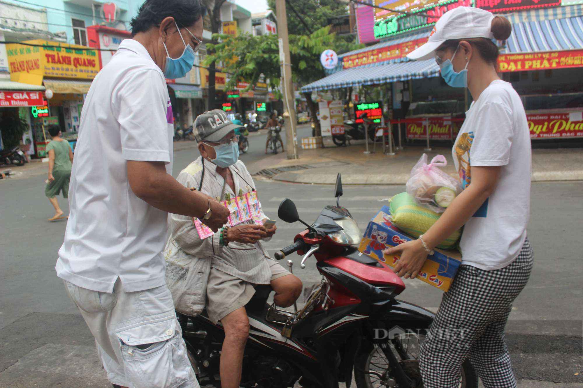Báo Nông thôn Ngày nay/Điện tử Dân Việt tiếp sức mùa dịch cho người dân tại TP.HCM - Ảnh 2.
