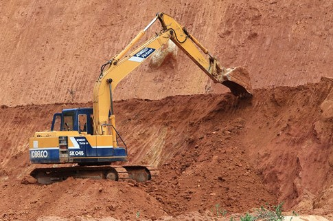 TT-Huế: Giám đốc doanh nghiệp và 2 chủ trang trại bị phạt tiền tỷ vì khai thác đất không phép  - Ảnh 1.