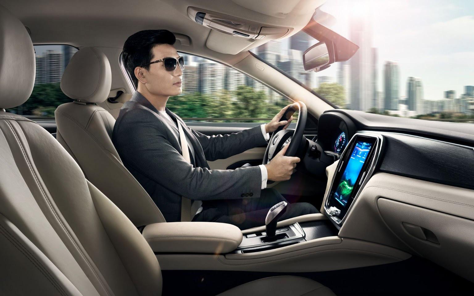 """Khó tin mức """"ăn xăng"""" của xe VinFast Lux A2.0"""