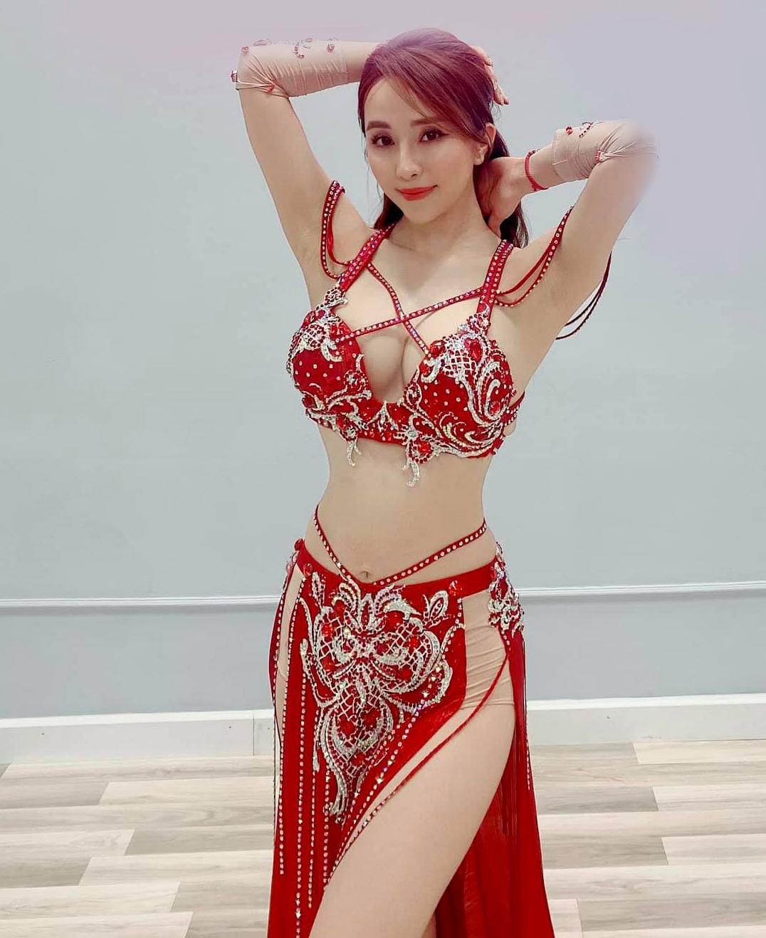 Hồ Ngọc Hà táo bạo diện váy xẻ sâu, Quỳnh Nga dẫn đầu top sao mặc đẹp tuần qua