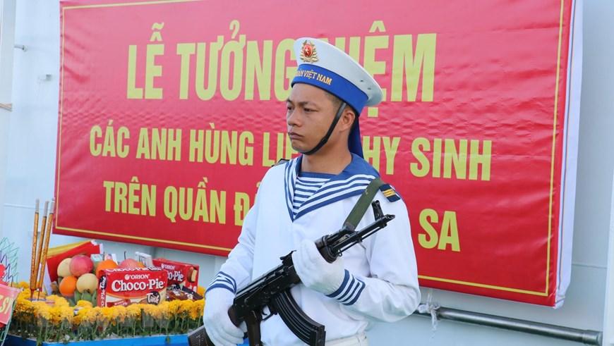 Ảnh: Thiêng liêng lễ tưởng niệm liệt sỹ Trường Sa trên Biển Đông - Ảnh 1.