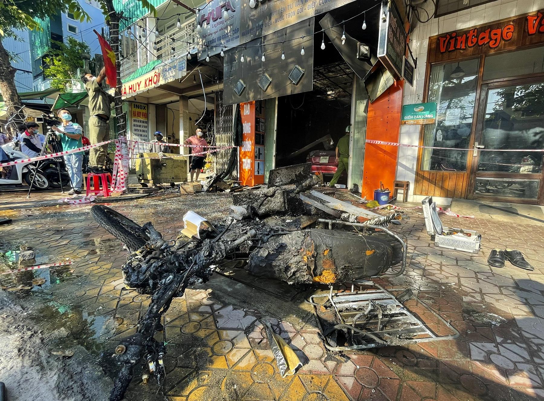 """Vụ cháy 4 người chết ở Quảng Ngãi: """"Ba ơi, cháy rồi, qua cứu chúng con với"""""""