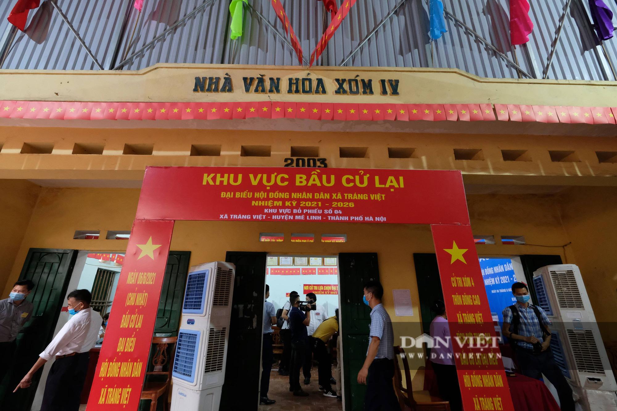 Cử tri Mê Linh bầu cử lại sau vụ Chủ tịch HĐND xã mang 75 phiếu về nhà tự gạch - Ảnh 1.