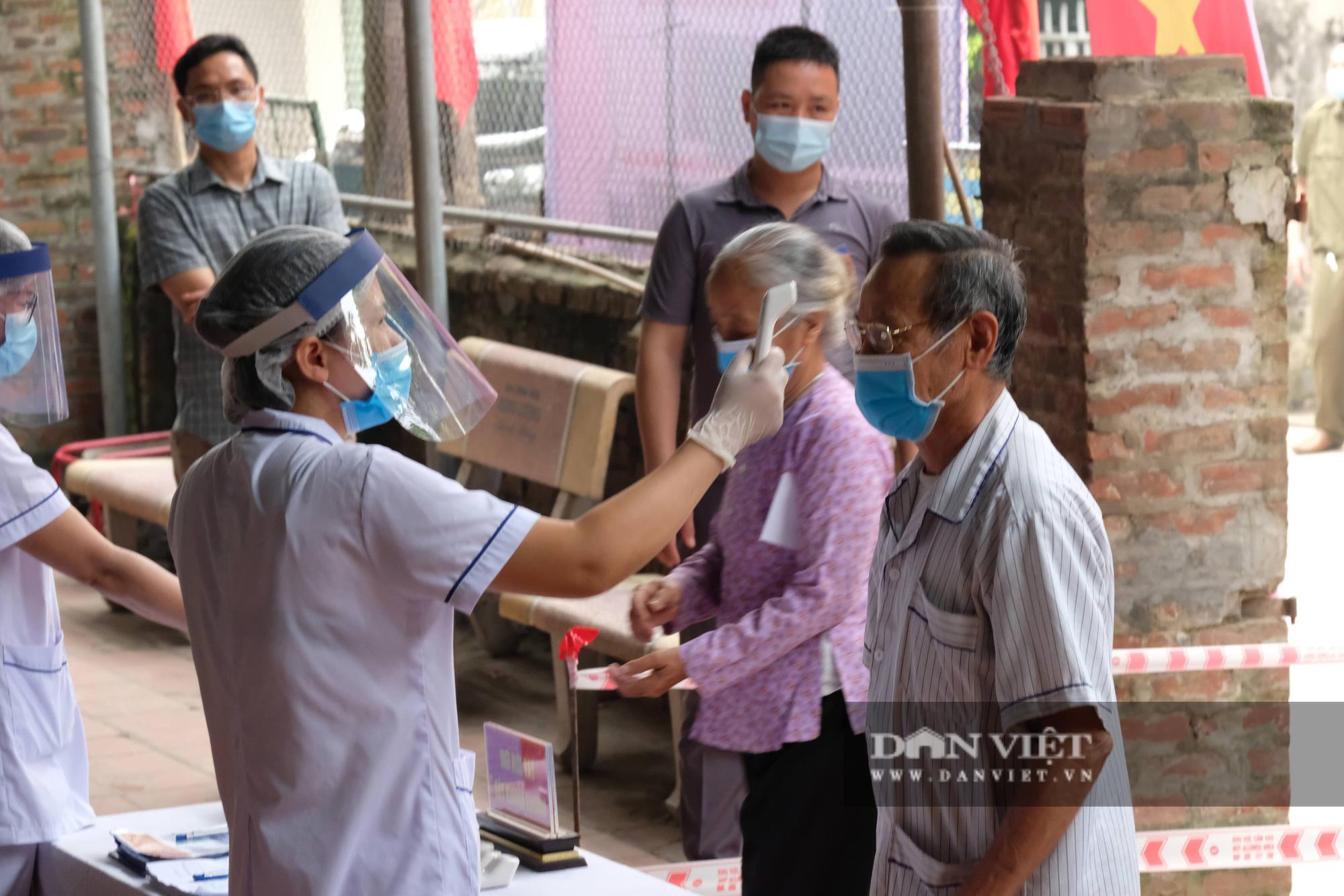 Cử tri Mê Linh bầu cử lại sau vụ Chủ tịch HĐND xã mang 75 phiếu về nhà tự gạch - Ảnh 4.