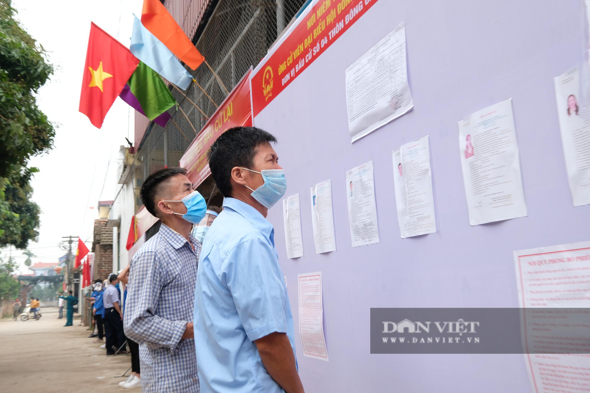 Cử tri Mê Linh bầu cử lại sau vụ Chủ tịch HĐND xã mang 75 phiếu về nhà tự gạch - Ảnh 10.