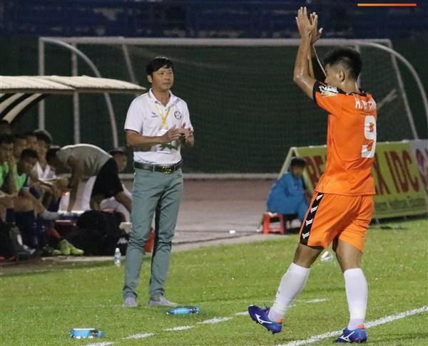 HLV Lê Huỳnh Đức mất việc ở SHB Đà Nẵng: Cứng quá thì… gãy - Ảnh 1.