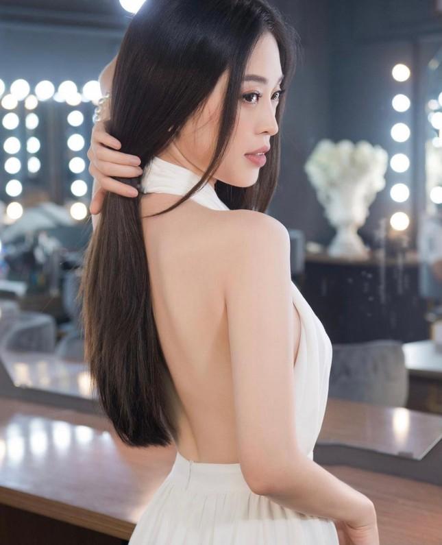 Hồ Ngọc Hà táo bạo diện váy xẻ sâu, Quỳnh Nga dẫn đầu top sao mặc đẹp tuần qua - Ảnh 6.