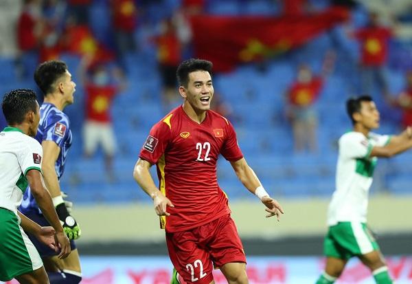 Tờ Bola cho rằng bàn thắng không hợp lệ của Tiến Linh đã thay đổi trận đấu.