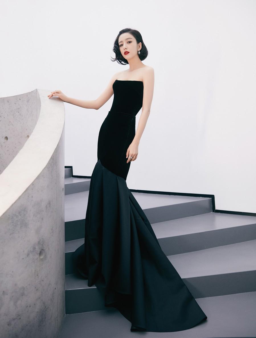 """Phong cách thời trang tinh tế, gợi cảm của """"mỹ nhân Tân Cương"""" Đồng Lệ  - Ảnh 3."""