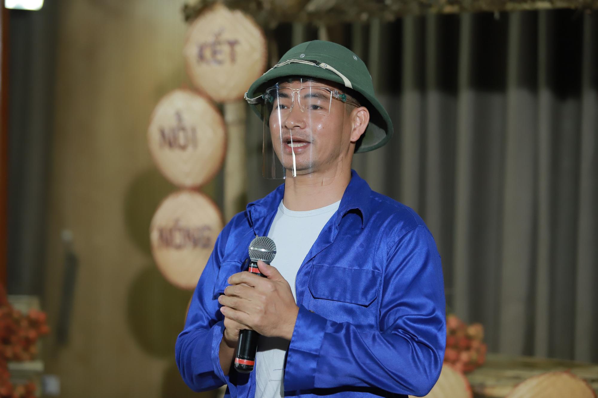 Xuân Bắc đội mũ cối livestream bán vải thiều Lục Ngạn, Bảo Thanh lập tức vào chốt đơn 100kg - Ảnh 1.