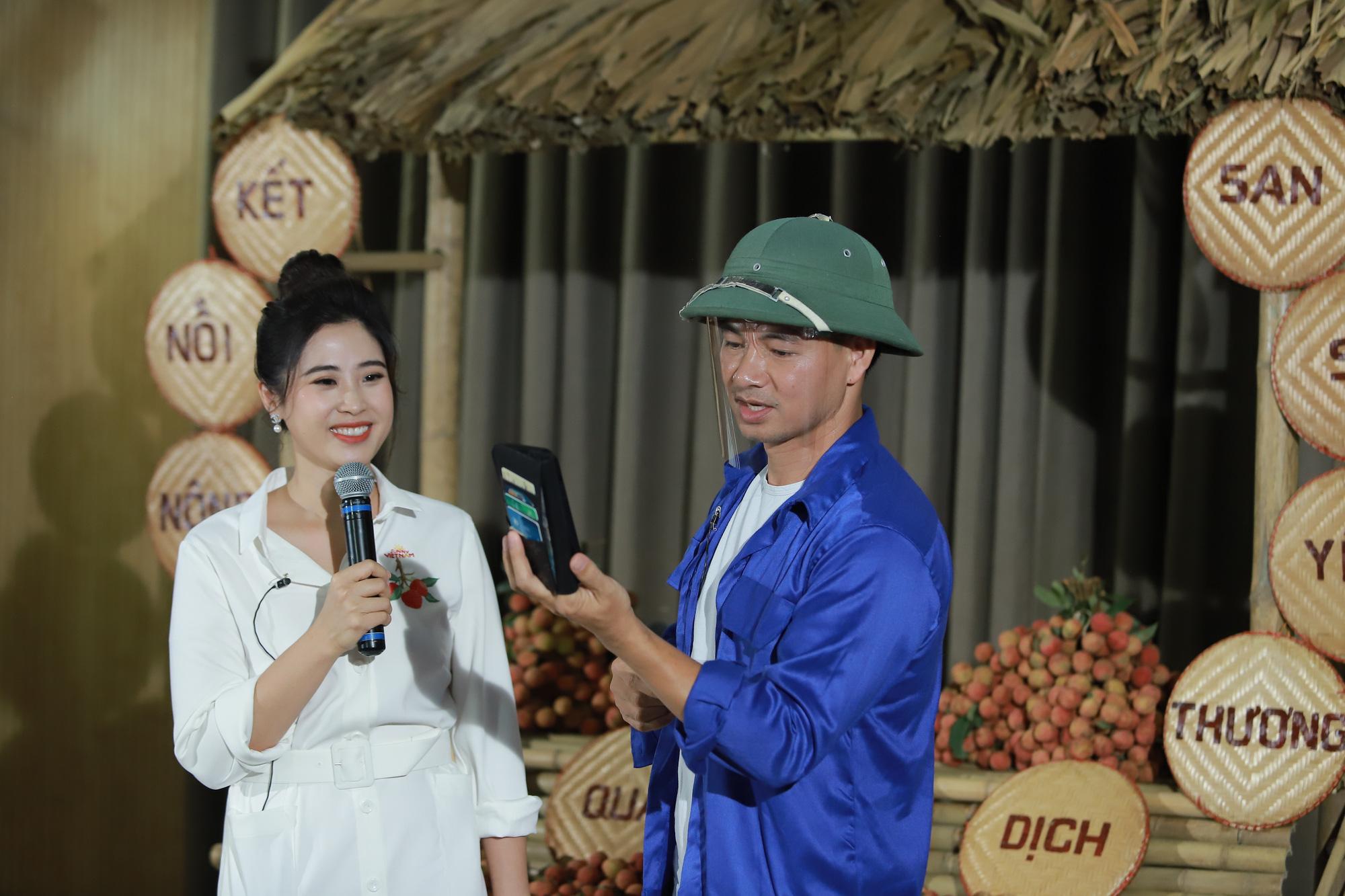 Xuân Bắc đội mũ cối livestream bán vải thiều Lục Ngạn, Bảo Thanh lập tức vào chốt đơn 100kg - Ảnh 2.