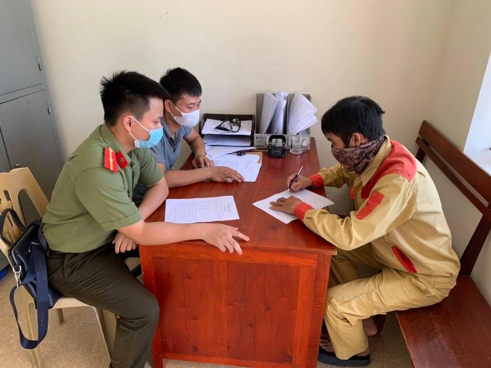 Hà Tĩnh: Cố tình vượt chốt vào vùng dịch, nam thanh niên bị bắt giữ - Ảnh 1.
