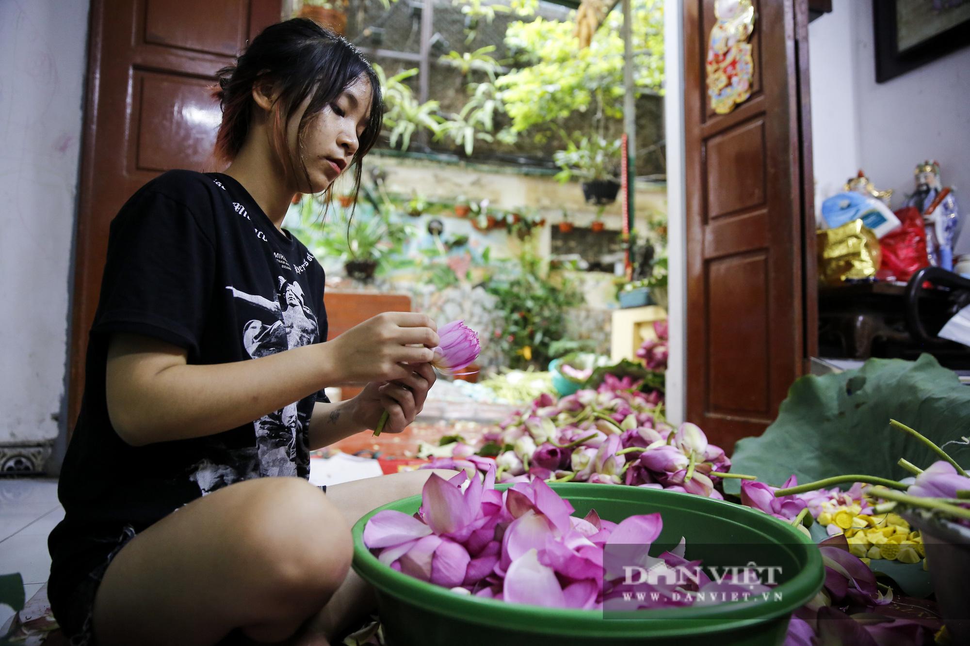 Tận mắt xem quy trình ướp trà sen đắt nhất Việt Nam - Ảnh 10.