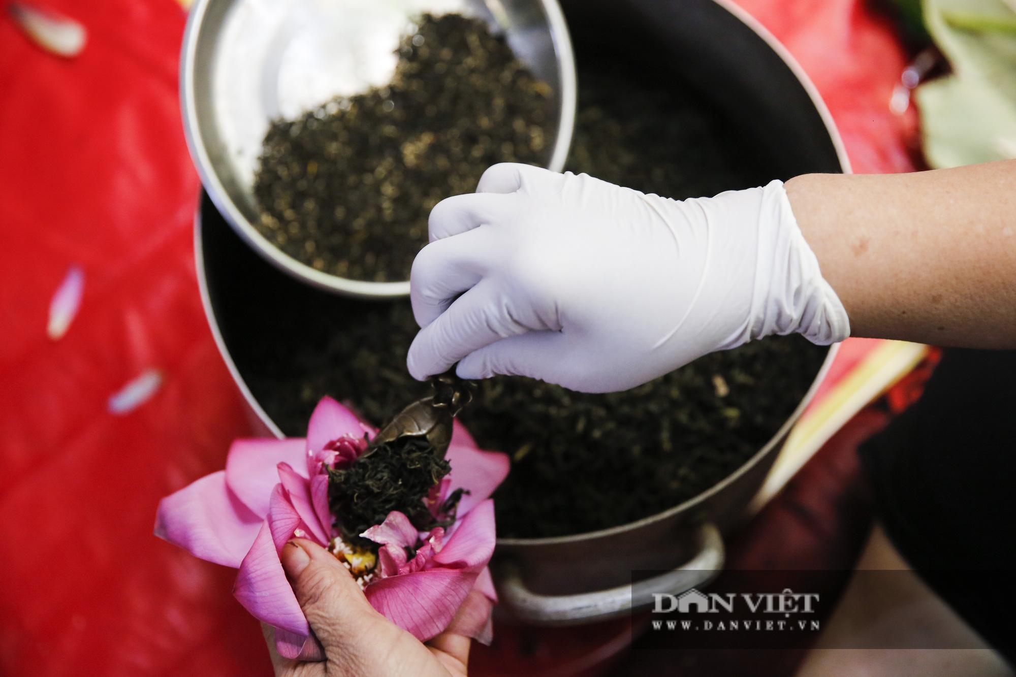 Tận mắt xem quy trình ướp trà sen đắt nhất Việt Nam - Ảnh 11.