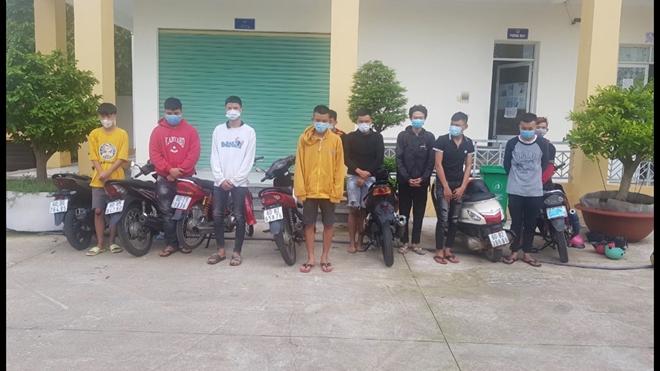 70 thanh thiếu niên ở Đồng Nai tụ tập đua xe trong đêm - Ảnh 1.