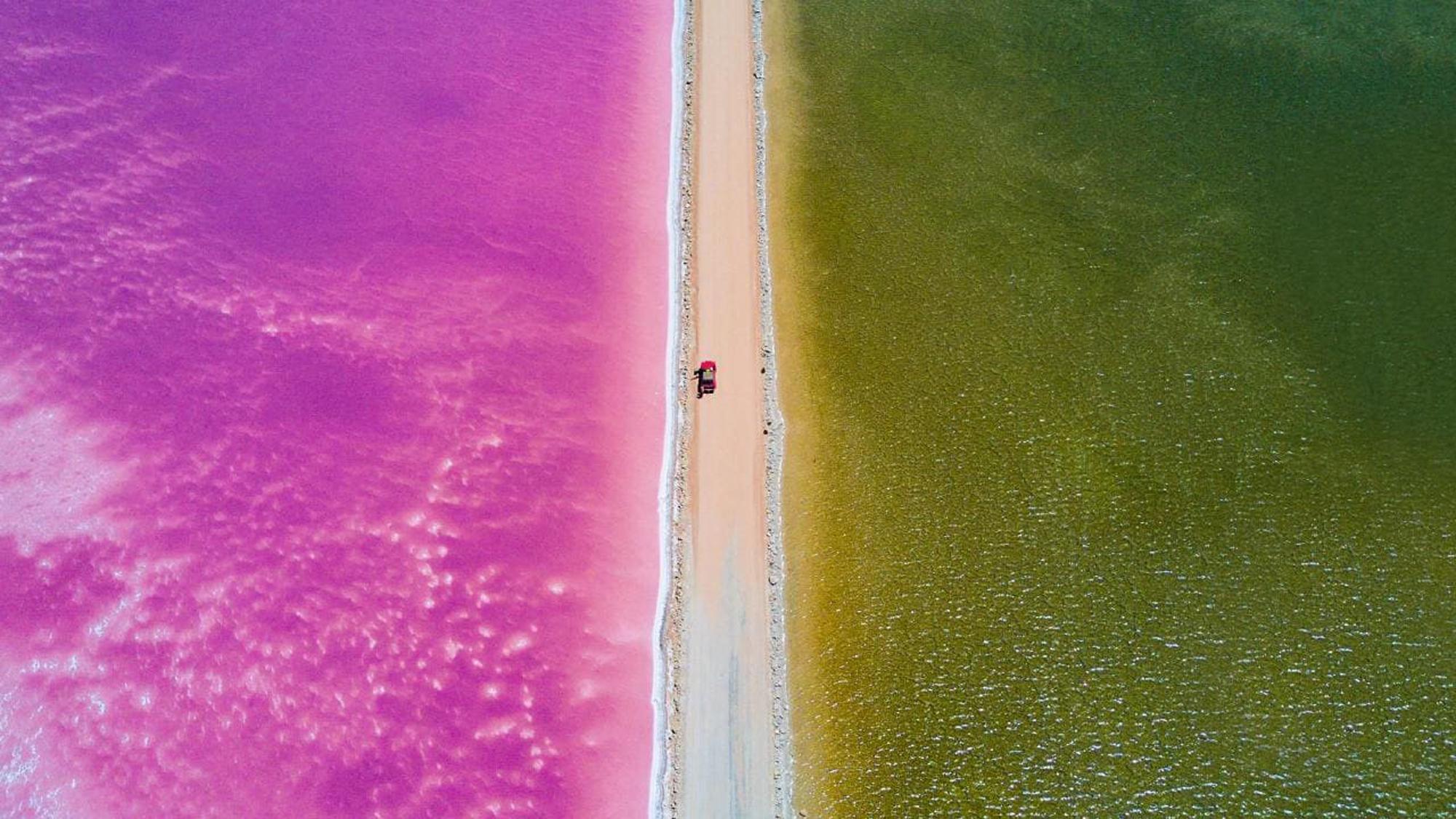 Con đường siêu đẹp giữa hai luồng nước xanh và hồng - Ảnh 1.