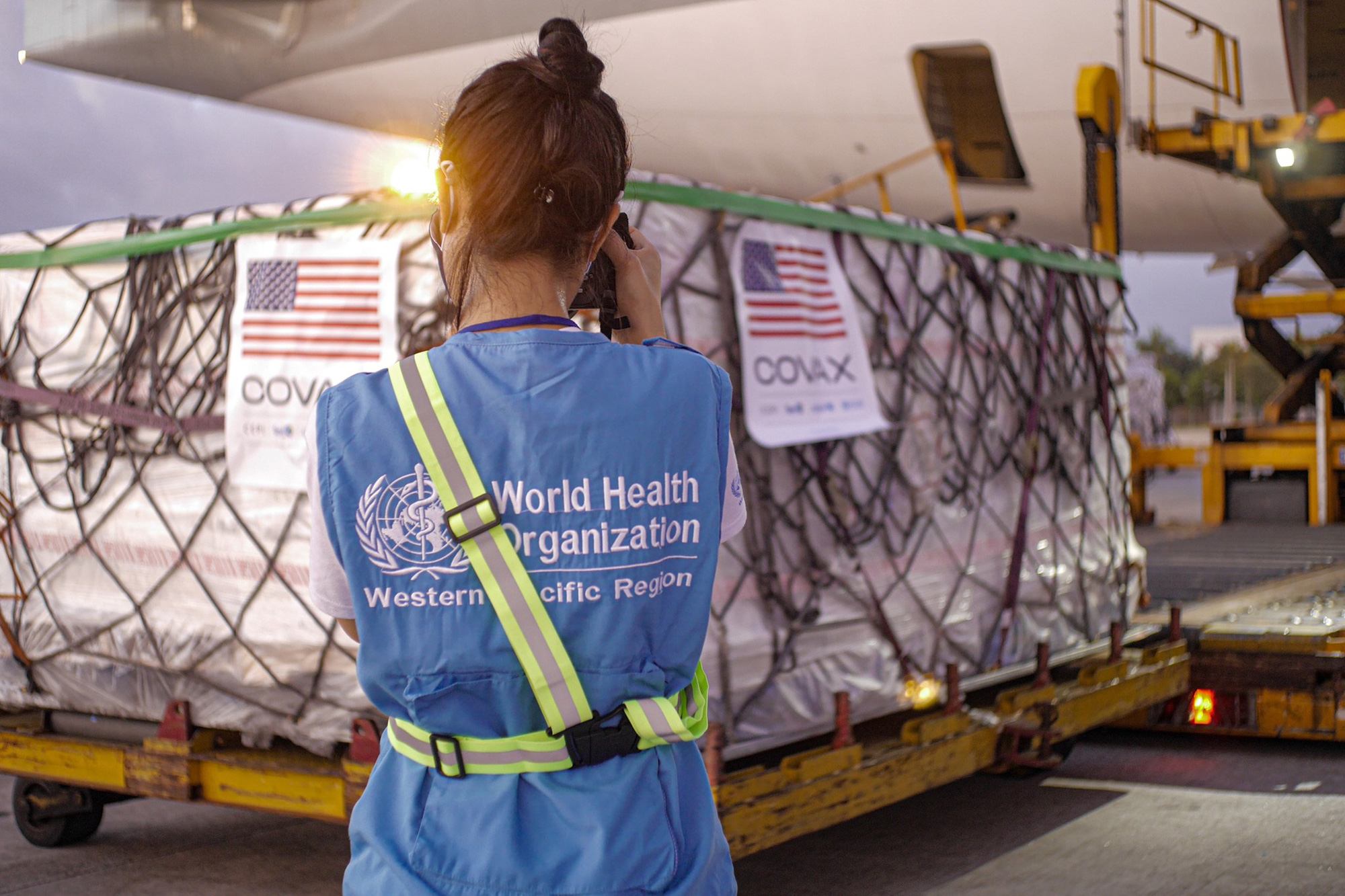 2 triệu liều vaccine Moderna Mỹ tặng đã về đến Việt Nam - Ảnh 4.