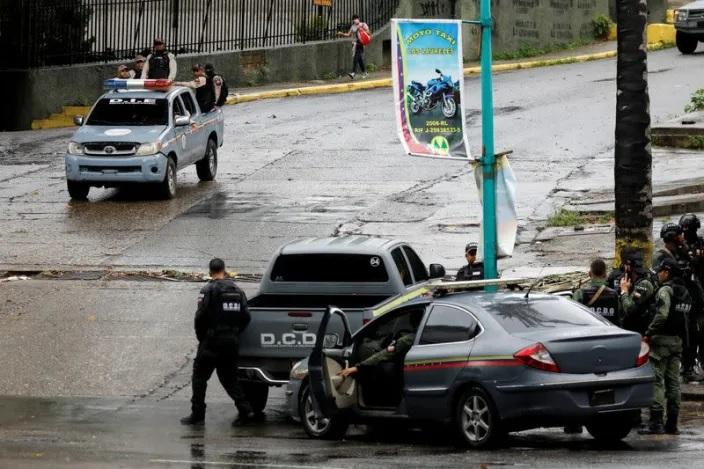 Đấu súng dữ dội giữa cảnh sát và băng đảng tội phạm khét tiếng, 26 người thiệt mạng - Ảnh 1.