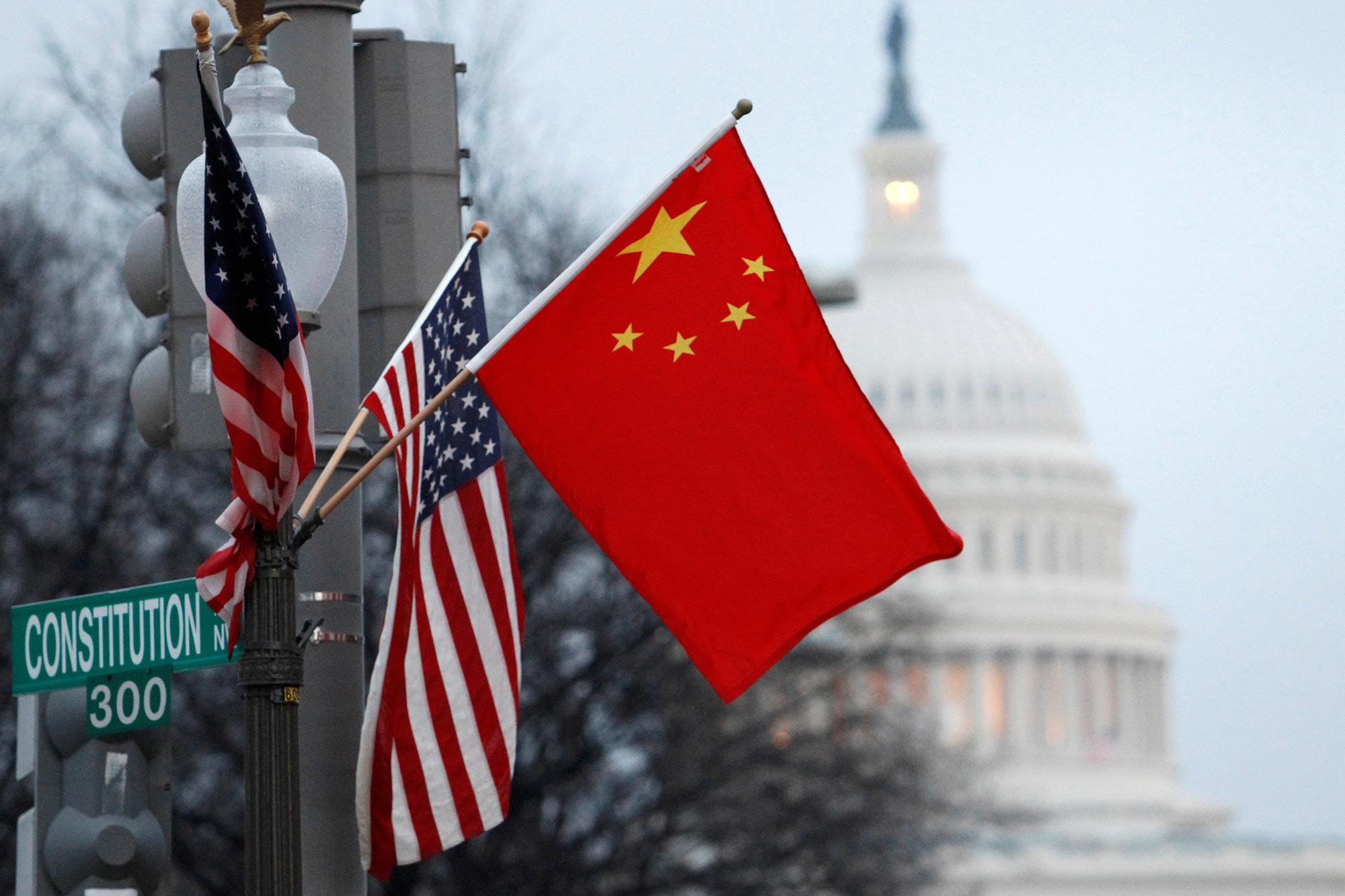 Chính quyền Biden liên tục đưa DN Trung Quốc vào danh sách đen, Bắc Kinh dọa trả đũa - Ảnh 1.