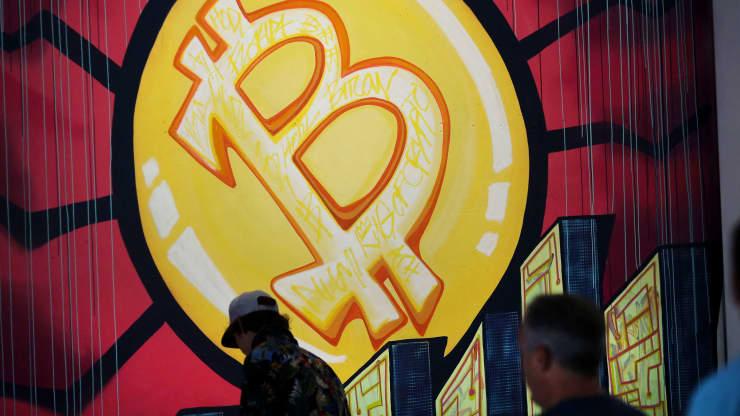 Khi giá bitcoin lao dốc, khối lượng giao dịch tiền điện tử cũng giảm sâu - Ảnh 1.