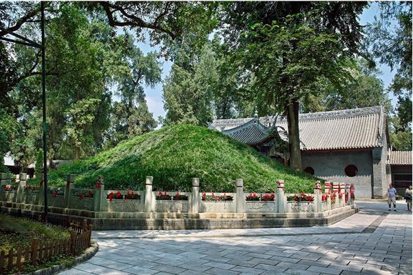 Lăng mộ Gia Cát Lượng sừng sững trên núi hơn 1000 năm nhưng không kẻ nào dám bén mảng, vì sao? - Ảnh 2.