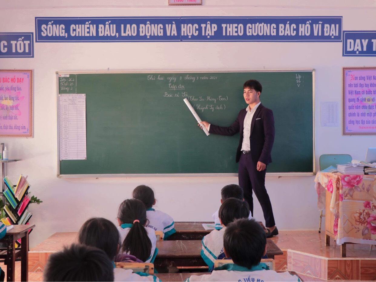 Gia Lai: Thầy giáo hotboy người Banar với khát vọng đưa sắc màu thổ cẩm vươn xa - Ảnh 4.